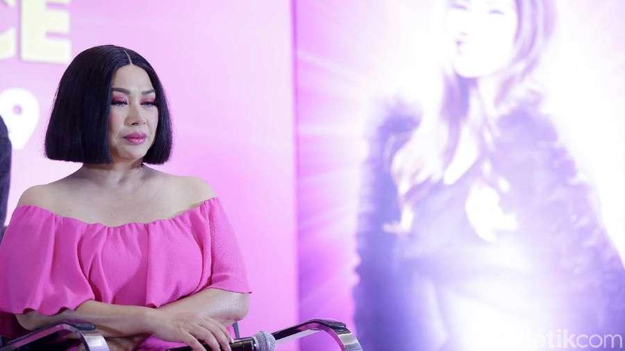 Cerita Bangga Titi DJ saat Stephanie Poetri Jadi Penyanyi Internasional