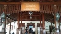 Inilah Forum Pengembangan Kampung Batik di Kampung Batik Laweyan, Solo. Kamu bisa belajar membatik dengan cara tradisional.(Tasya/detikcom)