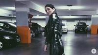Dengan tersipu malu, Leti mengatakan dirinya pernah berhubungan seksual di sebuah lorong jalanan usai bermain bowling.Dok. Instagram/letisiciliani