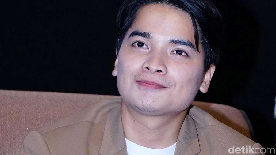 Jajal Dunia Film, Alvin Faiz Ketagihan?