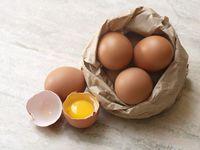 Makan Telur Mentah, Sehat atau Justru Berbahaya?