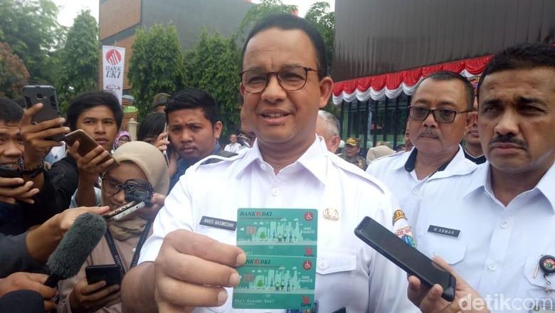 Bagikan Kartu Penyandang Disabilitas Jakarta, Anies: Ini Bukan dari Gubernur