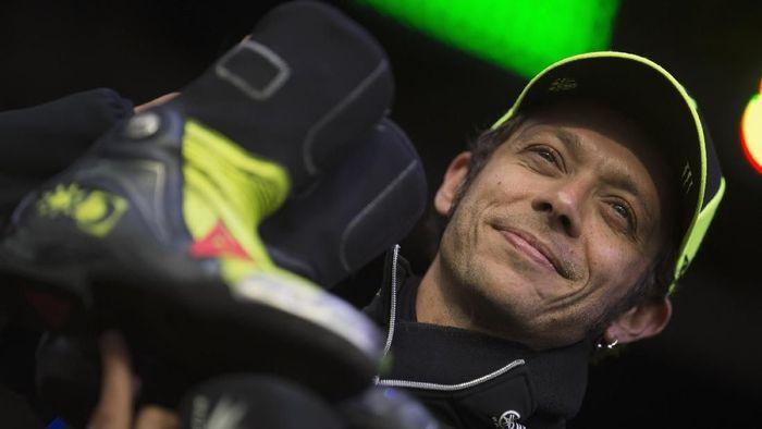 Valentino Rossi anggap wajar rumor pensiun. (Foto: Mirco Lazzari gp / Getty Images)