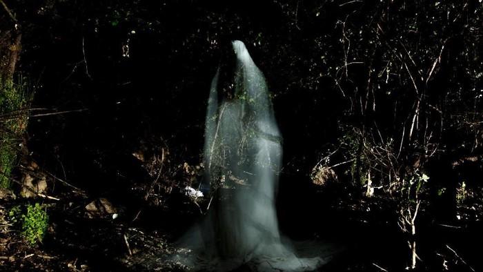 Viral kisah mistis KKN Desa Penari sempat menyinggung soal sixth sense. Foto: Istimewa/iStock