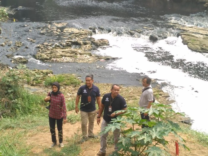 Ombudsman Jakarta Raya sidak Sungai Cileungsi dan menemukan terjadinya peningkatan pencemaran (Dok. Ombudsman Jakarta Raya)