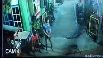 Aksi Tiga Pemuda di Surabaya Curi Motor Terekam Kamera CCTV