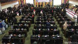 65 Anggota DPRD Sumbar Dilantik