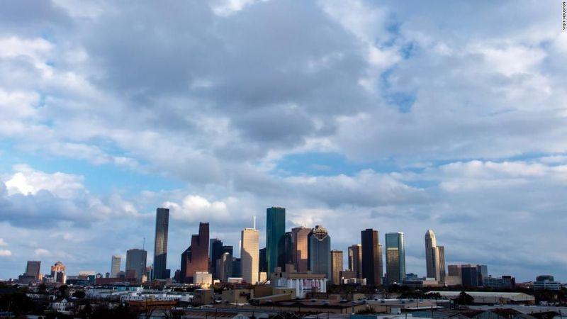 Houston di Amerika telah tenggelam selama beberapa dasawarsa. Seperti Jakarta, pengambilan air tanah berlebihan menjadi penyebabnya (CNN)