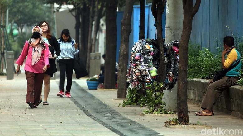 Duh, PKL Mangkal Lagi di Pedestrian Sudirman