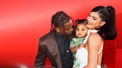 Kylie Dekat Lagi dengan Tyga, Travis Scott Fokus Besarkan Stormi