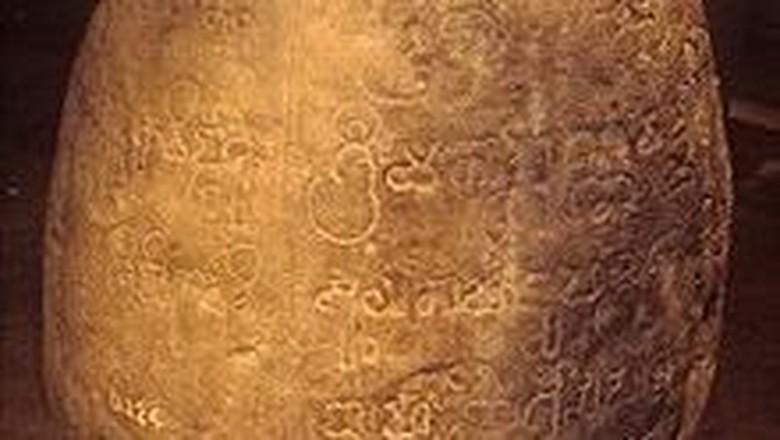 Prasasti Tugu, bukti Kerajaan Tarumanegara. (Dok Situs Kemendikbud)