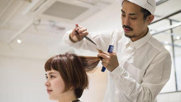 13 Cara Merawat Rambut Rusak
