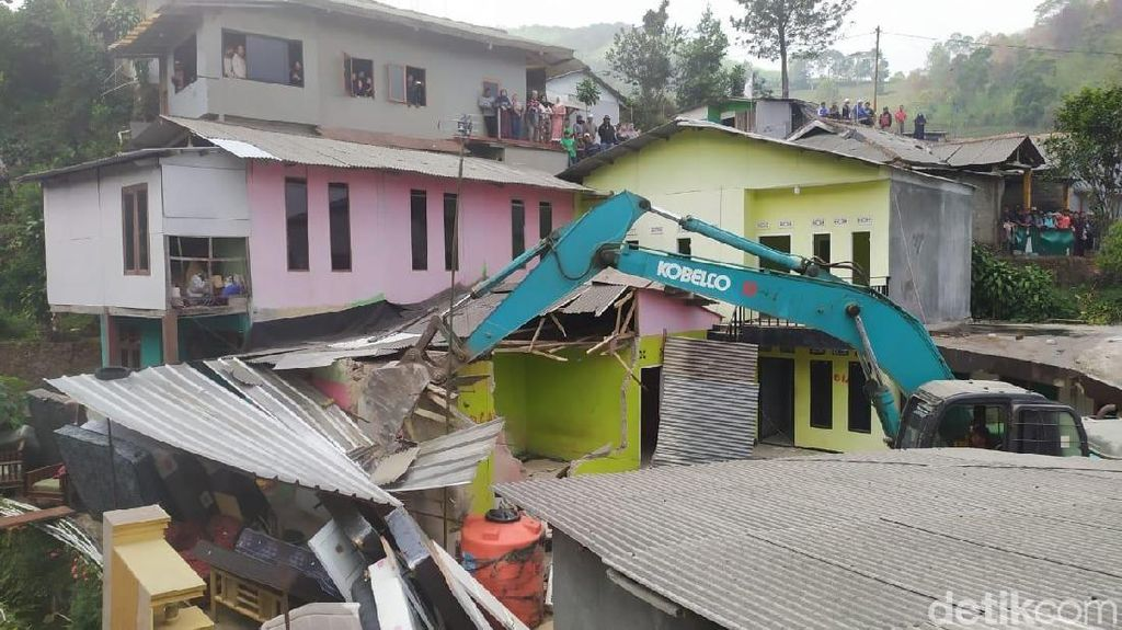 53 Rumah dan Vila Ilegal di Puncak Dibongkar