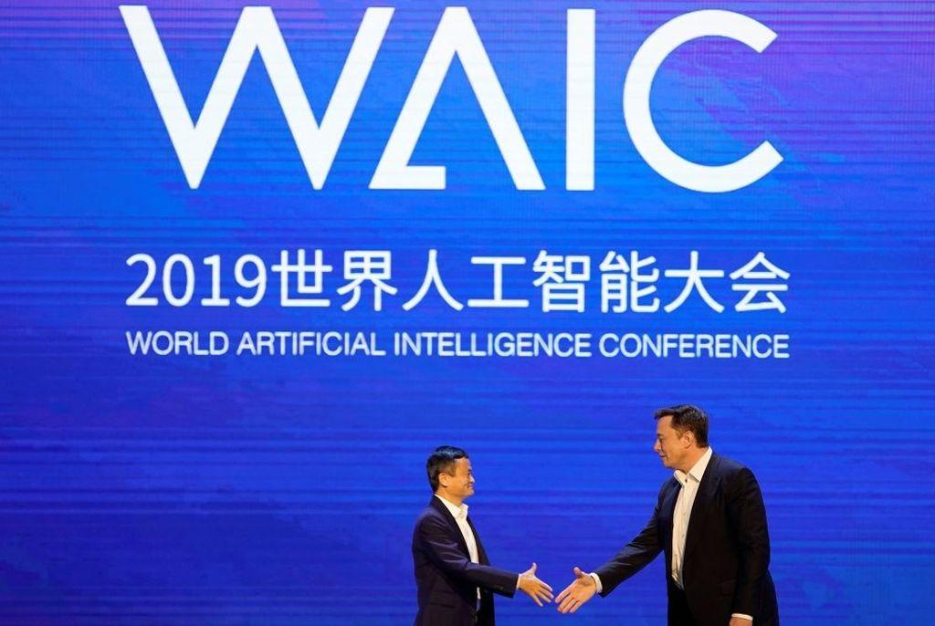 Keduanya menjadi pembicara pada ajang World Artificial Intelligence Conference yang berlangsung pada 29-31 Agustus di Shanghai, China. Foto: Reuters