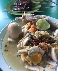 Kuliner Jogja soto dengan kuah gurih.