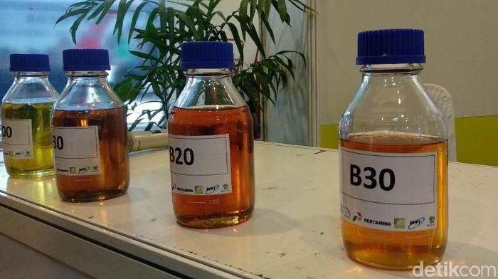 Kementerian ESDM lewat Balitbang masih melakukan serangkaian uji coba bahan bakar campuran biodiesel 30% atau B30. Saat ini tahapan uji coba telah mencapai 70%.
