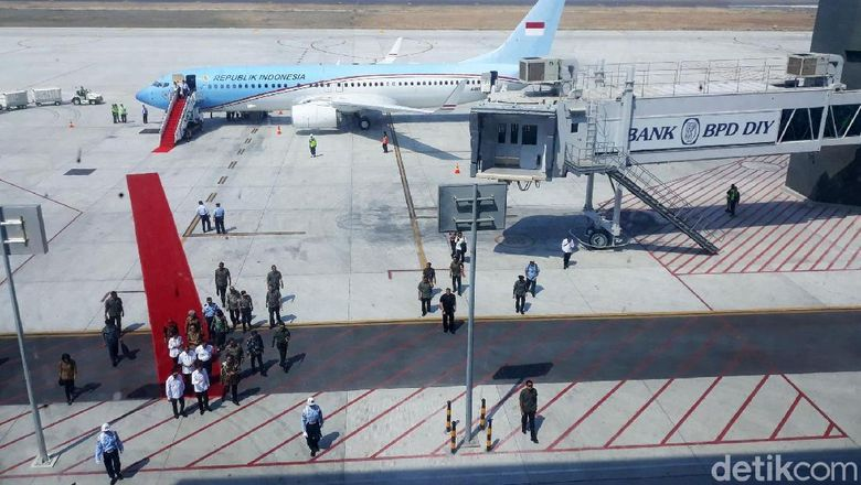 Presiden RI, Joko Widodo (Jokowi) meninjau progress pembangunan Yogyakarta International Airport (YIA), Kecamatan Temon, Kabupaten Kulon Progo, Kamis (29/8/2019).