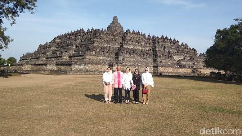 Raja Malaysia bersama keluarga mengunjungi Candi Borobudur (Eko Susanto/detikcom)