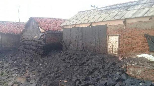 Korban Tumpahan Minyak di Karawang Dapat Rp 900 Ribu per Orang