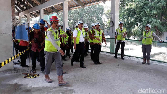 Luhut Panjaitan tinjau pembangunan masjid di Taman Sriwedari Solo -- Foto: Bayu Ardi Isnanto/detikcom