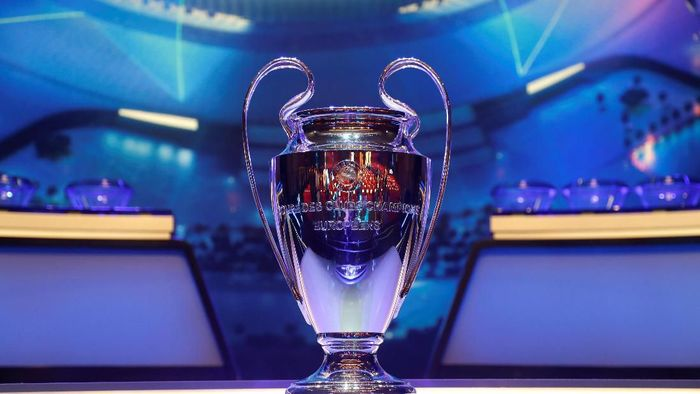Soccer Football - Champions League Group Stage draw - Grimaldi Forum, Monaco - August 29, 2019   General view of the Champions League trophy on display before the draw   REUTERS/Eric Gaillard