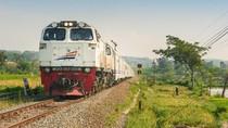 Kereta di Cirebon Kerap Dilempar Batu, Pelakunya Remaja Tanggung