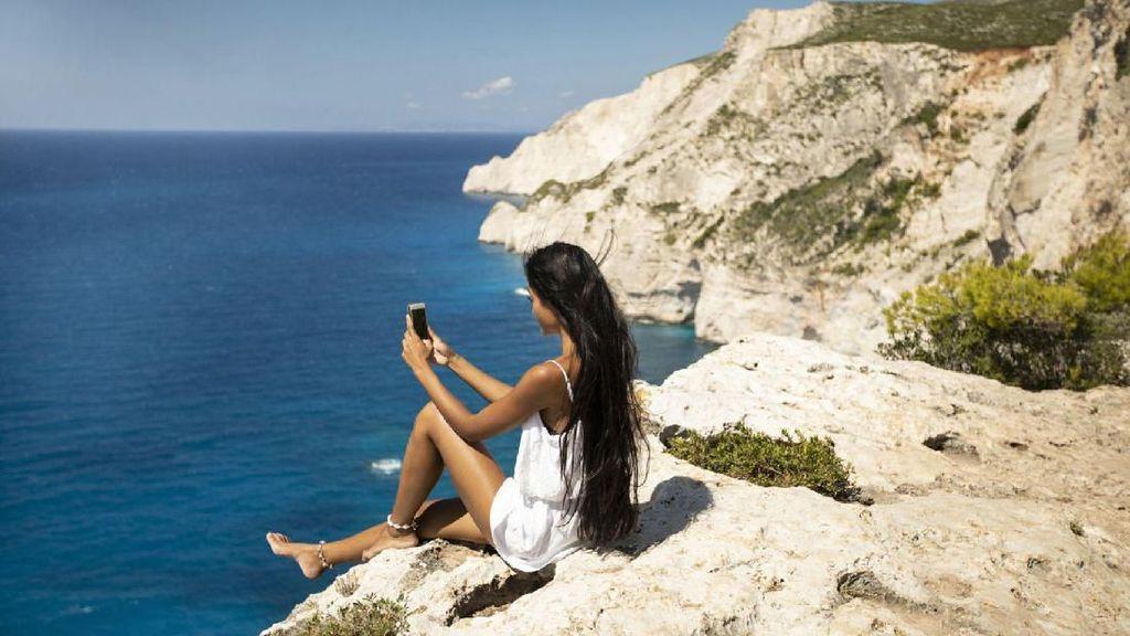 Abaikan Rambu Peringatan, Turis Selfie & Tewas Jatuh dari Tebing