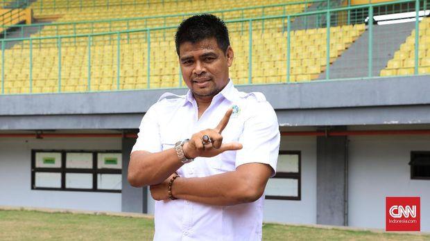 Nuralim pernah mencicipi juara Liga Indonesia bersama Bandung Raya dan Persija.