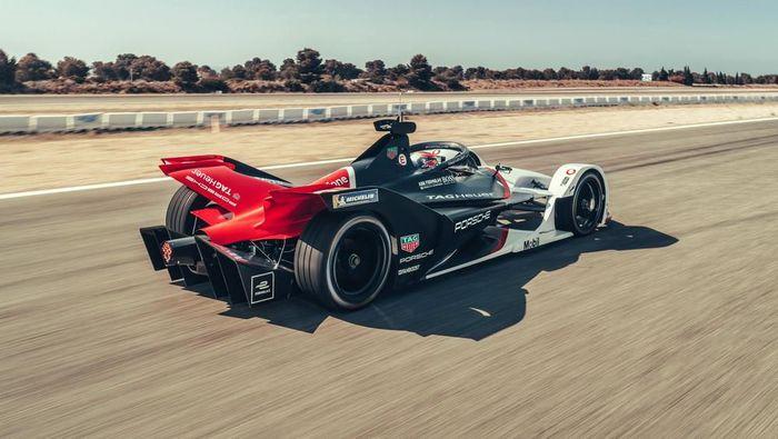 Berpisah dari balapan Le Mans pada 2017 lalu, Porsche langsung fokus ke balapan listrik. 22 November 2019 bakal jadi momen bersejarah bagi Porsche. Karena di hari tersebut, Porsche secara resmi akan mengikuti balapan Formula E dengan mobil 99X Electric.