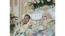 Viral Pengantin Berkalung dan Berpayung Uang, Jiwa Miskin Netizen Meronta