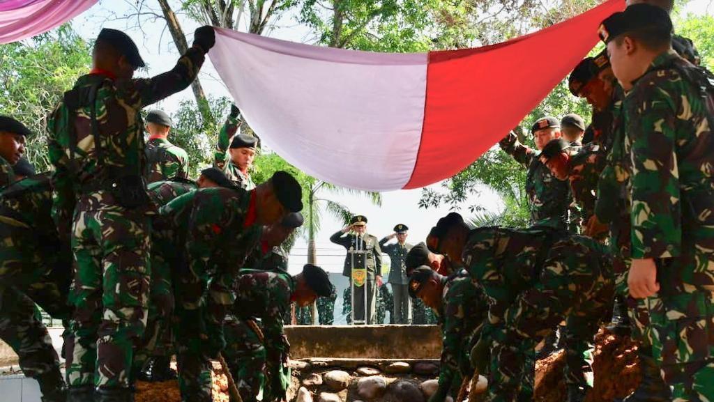 Suasana Haru Selimuti Pemakaman Prajurit Kodam Sriwijaya yang Gugur di Papua