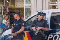 Para petugas kepolisian di Barcelona (iStock)