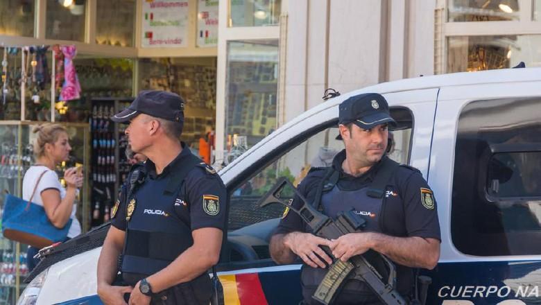 Petugas kepolisian di Barcelona yang sedang berpatroli (iStock)