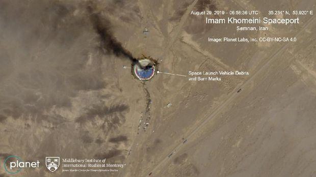 Citra satelit tunjukkan roket Iran meledak di landasan peluncuran
