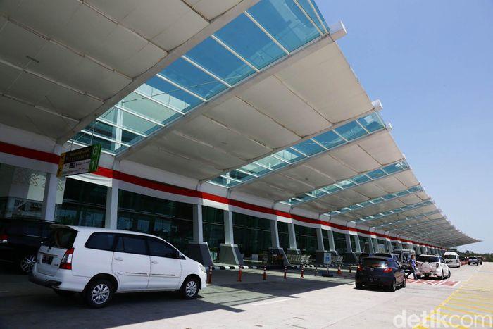 Bandara Sepinggan yang berada di Balikpapan ini pun memiliki prestasi yang tak dapat dianggap remeh. Di tahun 2019 ini, Bandara Sepinggan kembali dinobatkan menjadi bandara terbaik di dunia oleh Airport Council Internaional (ACI) untuk kategori bandara dengan penumpang 5-15 juta orang per tahun.