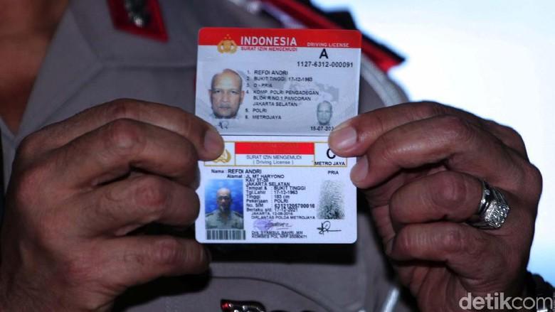Smart SIM yang dikenalkan Kakorlantas Irjen Refdi Andri Foto: Lamhot Aritonang