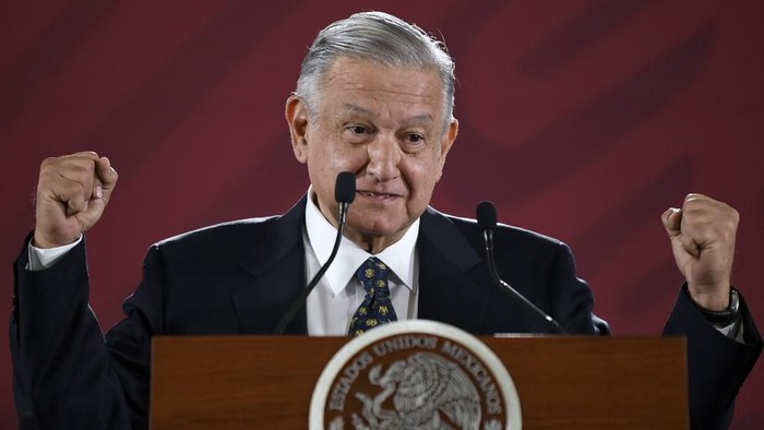 Mexican President Andres Manuel Lopez Obrador gestures as he speaks during a press conference at the Palacio Nacional in Mexico City on July 10, 2019. - Arturo Herrera replaced Carlos Urzua as Mexican Secretary of Finance, after he resigned on July 9, 2019 citing discrepancies with Lopez Obradors government. (Photo by ALFREDO ESTRELLA / AFP)