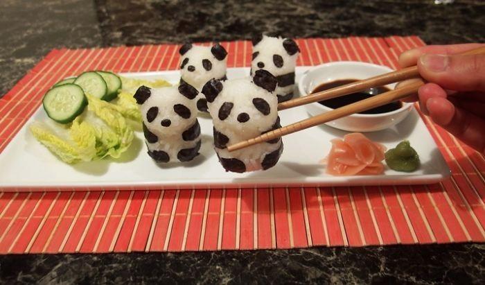 Berasal dari Jepang, sushi kini sudah mendunia. Bentuknya pun dikreasikan sedemikian rupa hingga tak hanya gulungan saja. Salah satunya Panda yang super imut ini. Foto: Istimewa