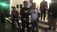 Bersepeda Malam-malam, Anies Bicara Harapan Polusi Jakarta Berkurang