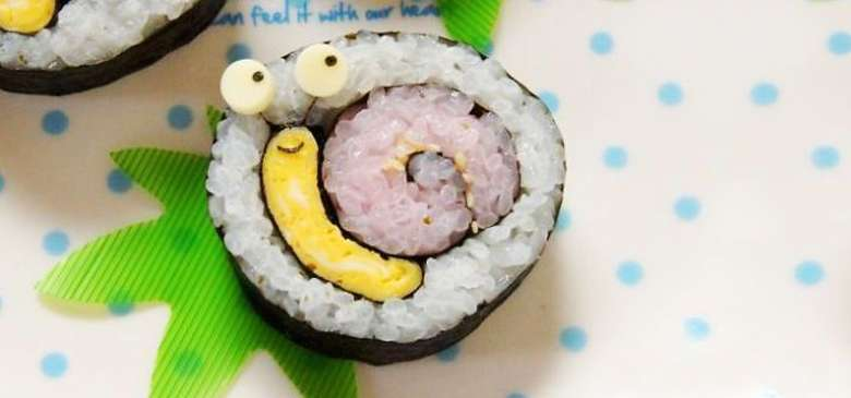 Jadi sayang dimakan ya? Sushi ini menampilkan sosok siput yang menggemaskan. Lengkap dengan telur yang menjadi bagian kepalanya. Foto: Istimewa