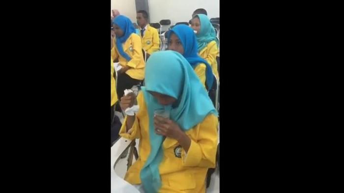 Foto: Video viral perploncoan mahasiswa Unkhair (Screenshot video)