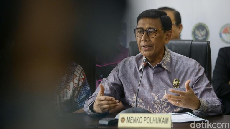 Jenguk Wiranto, MenPAN-RB Merapat ke RSPAD Gatot Soebroto