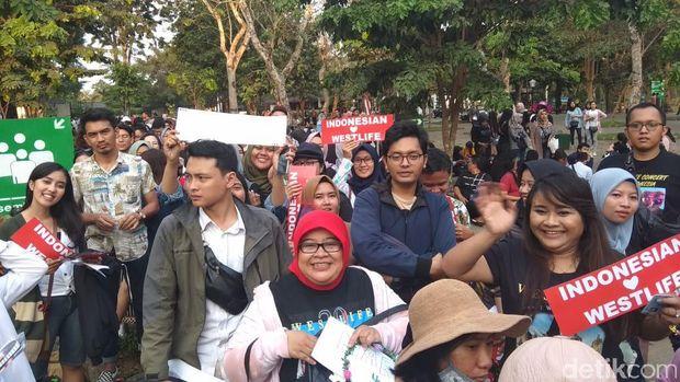 Penonton Konser Westlife Mulai Padati Candi Borobudur