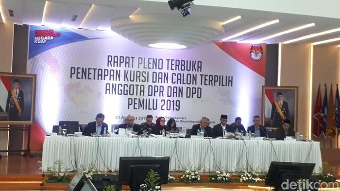 KPU menetapkan 575 anggota DPR RI terpilih (Dwi Andayani/detikcom)
