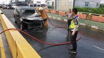 Waduh, Mobil Ini Tiba-tiba Terbakar di Flyover Pekanbaru