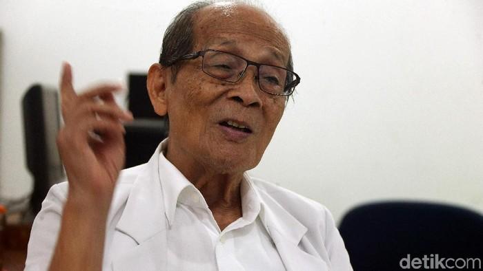 Dokter berhati mulia yang rela dibayar Rp 10 ribu. (Foto: Rengga Sancaya/detikHealth)