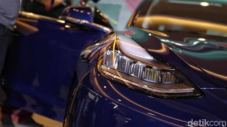 Prestige Motorcars kembali memperkenalkan line up kendaraan ramah lingkungannya. Kali ini mobil yang dibawa oleh importir umum tersebut adalah Tesla Model 3.