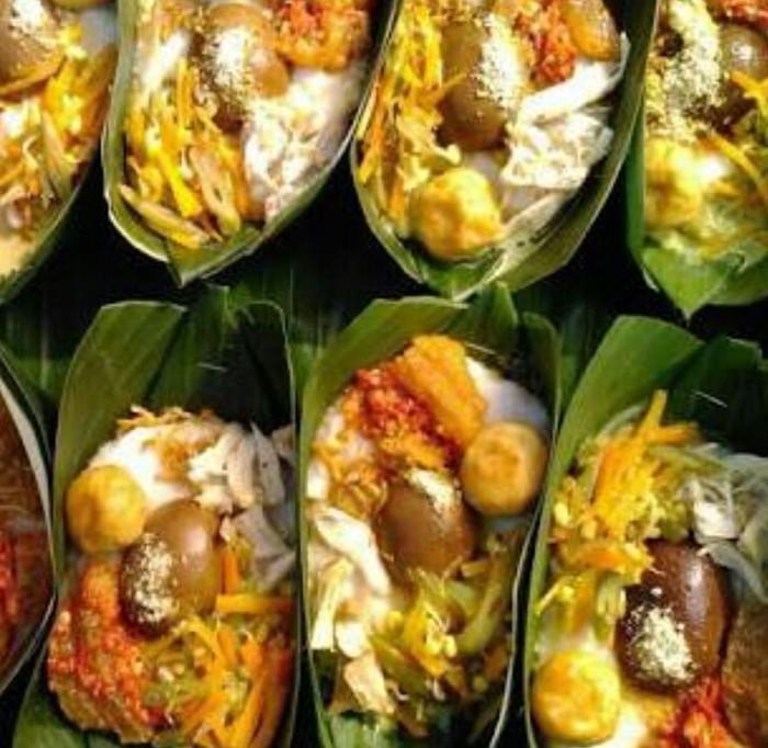 Selain diberi topping telur lambang kehidupan baru, bubur suro juga dilengkapi 7 jenis kacang lambang ucapan syukur. Foto : Instagram @1915arts.kofffie-huis