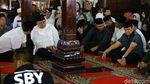 Keluarga Hingga Kerabat Melayat ke Rumah Duka Ibunda SBY
