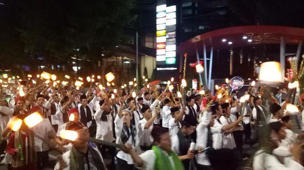 Pawai obor Jakarta Muharram Festival.